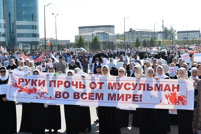 Во время митинга на площади Ахмата Кадырова в поддержку мусульман Мьянмы, 4 сентября 2017 года