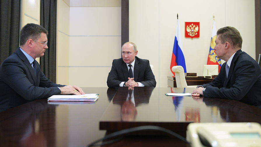 Министр энергетики России Александр Новак, президент Владимир Путин и предправления компании «Газпром» Алексей Миллер во время встречи в Ново-Огарево, 26 ноября 2019 года