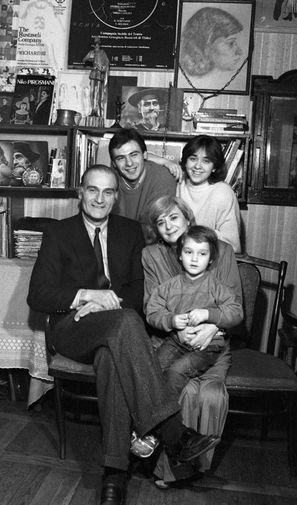 Кахи Кавсадзе в кругу семьи, 1988 год