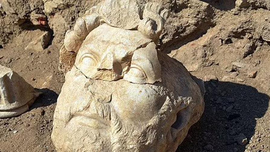В Турции нашли фрагменты статуи римского императора Адриана