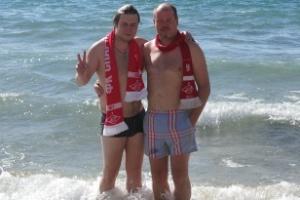 Красно-белое купание в Лионском заливе