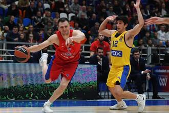 Баскетболист ЦСКА Виталий Фридзон (слева)