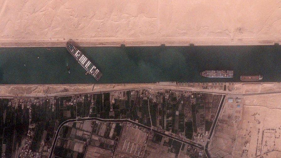 Bloomberg: морские грузоперевозки подорожали из-за блокировки Суэцкого канала