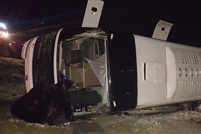 Последствия опрокидывания автобуса в кювет в Ростовской области, 31 января 2018 года