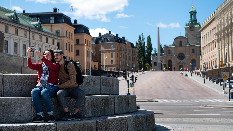 Девушка модель работы с семьей в швеции как узнать что девушка изменяет на работе