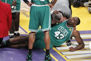 Перкинс получил травму колена