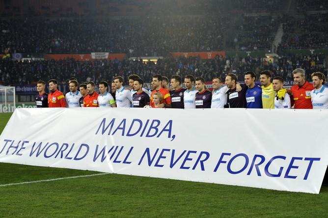 Баннер в честь Нельсона Манделы