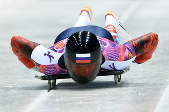 Александр Третьяков (Россия) на старте в третьем заезде на соревнованиях по скелетону среди мужчин на XXII зимних Олимпийских играх в Сочи