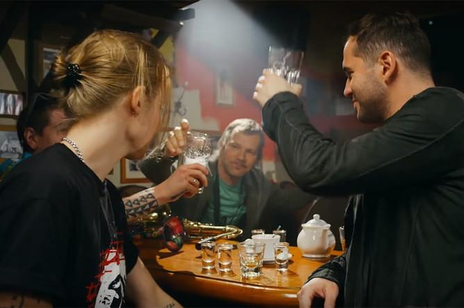 Кадр из клипа «Ч.П.Х.» группы «Ленинград»