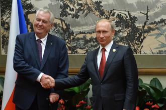 Президент Чехии Милош Земан и президент России Владимир Путин во время встречи в Пекине, 2015 год