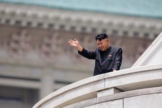 Северокорейский лидер Ким Чен Ын на параде в честь 60-летней годовщины окончания корейской войны (1950–1953), 2013 год