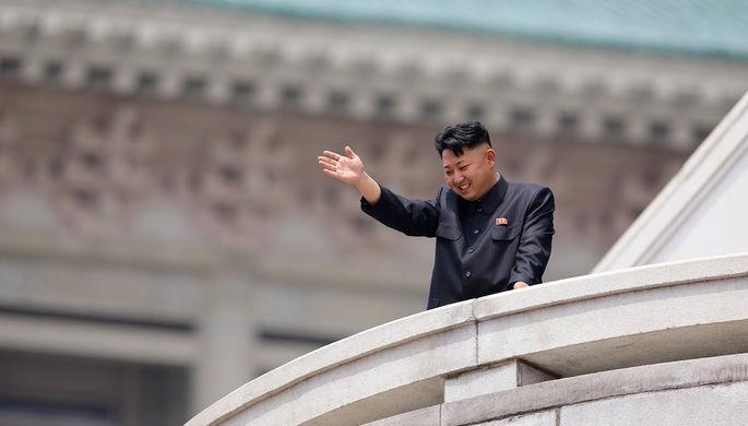 Северокорейский лидер Ким Чен Ын на параде в честь 60-летней годовщины окончания корейской войны...