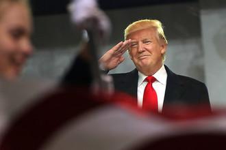 Президент США Дональд Трамп на параде после инаугурации в Вашингтоне, 20 января 2017 года