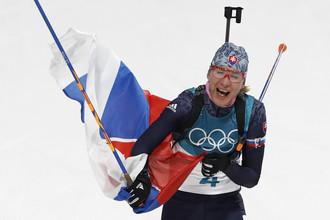 Победительница олимпийского масс-старта в биатлоне Анастасия Кузьмина