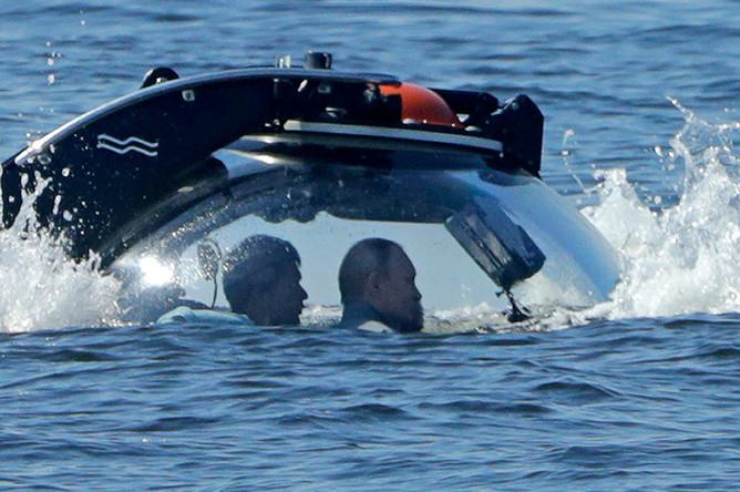 Президент РФ Владимир Путин перед началом осмотра подводной лодки Щ-308 «Семга», затонувшей в годы Великой Отечественной войны, из спускаемого аппарата «C-Explorer 3.11, 27 июля 2019 года