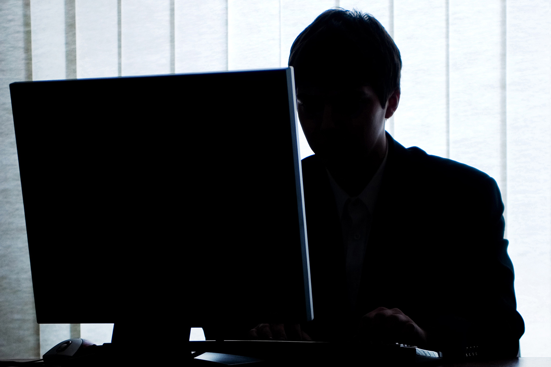 Девочка мастурбирует на вебкамеру порно видео