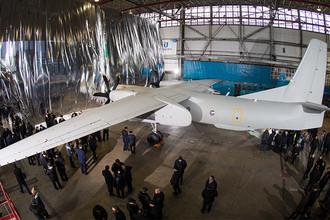Самолет Ан-132 во время презентации в Киеве, 20 декабря 2016 года