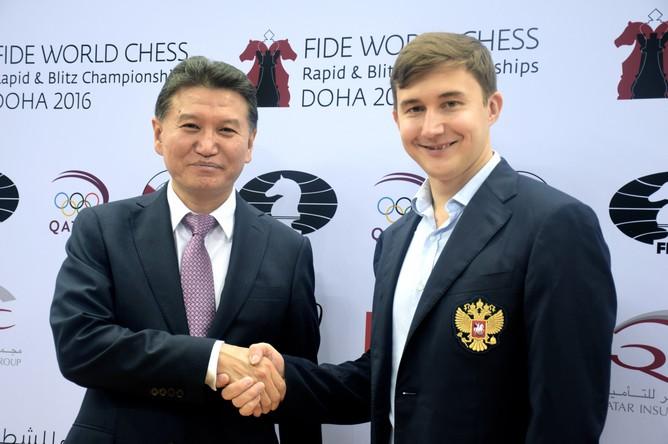 Президент Международной шахматной федерации (ФИДЕ) Кирсан Илюмжинов и гроссмейстер Сергей Карякин