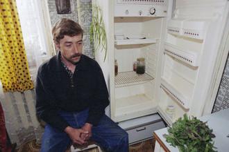 1998 год. Пустой холодильник забойщика шахты «Центральная» Ивана Лазоряка, который не получал зарплату на протяжении 9 месяцев