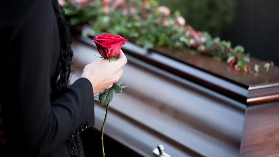 Россияне стали чаще умирать и экономить на ритуальных услугах