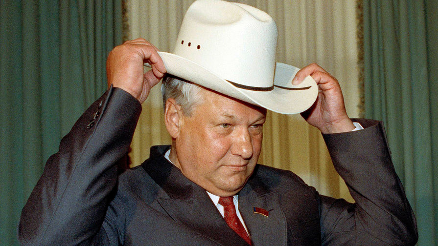 Президент России Борис Ельцин в ковбойской шляпе на Капитолийском холме в Вашингтоне, 19 июня 1991 года