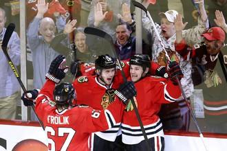 Хоккеисты «Чикаго» празднуют успех