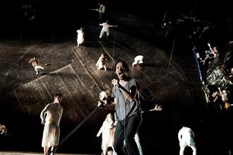 Сцена из спектакля «Там, за дверью»