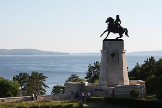 Памятник Татищеву — основателю города Тольятти