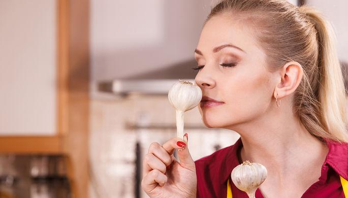 Корица и чеснок: как вернуть нюх и вкус после коронавируса