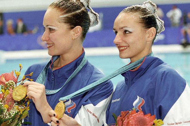 Спортсменки Ольга Брусникина и Мария Киселева завоевали 1-е место в соревнованиях по синхронному плаванию на XXVII летней Олимпиаде в Сиднее, 2000 год