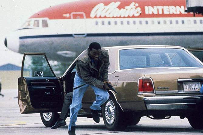 Кадр из фильма «Пассажир 57» (1992)