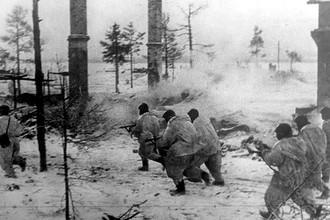 Бойцы Волховского фронта в наступлении во время прорыва блокады Ленинграда, январь 1943 года