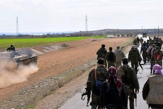 Лояльные президенту Сирии Башару Асаду силы в районе Хафса на западном берегу реки Евфрат, фотография опубликована 9 марта 2017 года