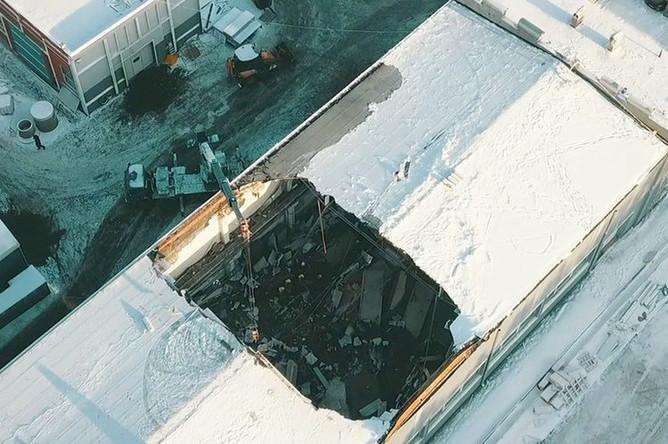 Вид с квадрокоптера на месте обрушения кровли здания на территории завода железобетонных изделий в Дзержинском, 17 декабря 2018 года