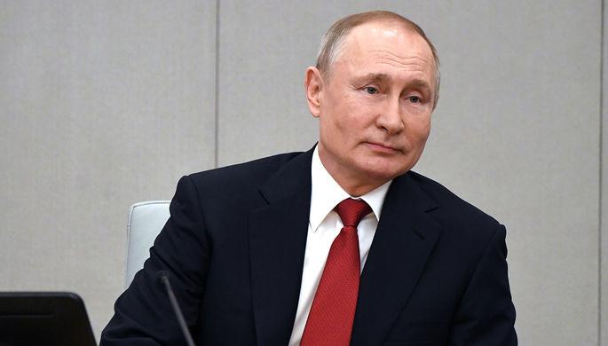 Президент России Владимир Путин во время встречи на Соборной площади с детьми- гостями Кремлевской елки, 26 декабря 2017 года
