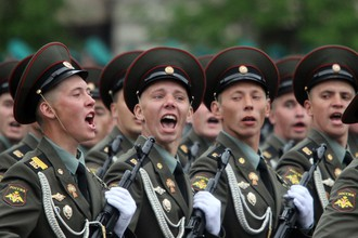Участниками парада Победы стали солдаты-срочники, призванные на службу после 20 мая 2011 года