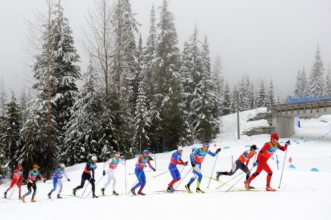 Спортсмены всю гонку шли рядом друг с другом