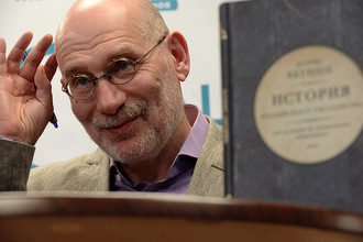 Писатель Борис Акунин на презентации своей книги «История Российского государства»