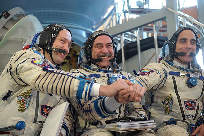 Космонавты Роскосмоса Александр Мисуркин и Павел Виноградов и астронавт НАСА Кристофер Кэссиди