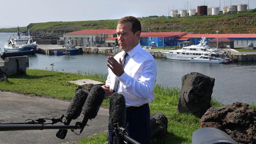 Медведев дополнил идею о возможном переходе РФ на 4-дневную рабочую неделю