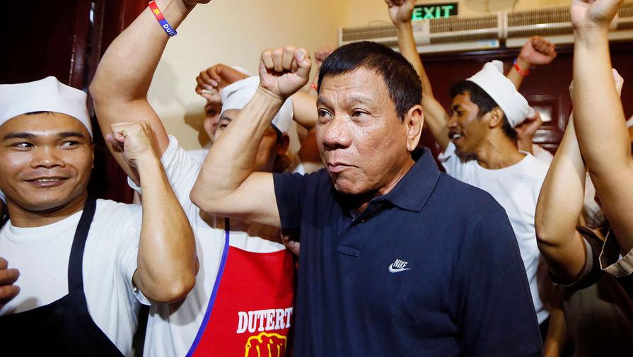 Родриго Дутерте в качестве кандидата в президенты Филиппин встречается со своими сторонниками, 2016 год