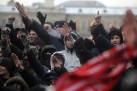 Десятки националистов идут на Болотную площадь в Москве
