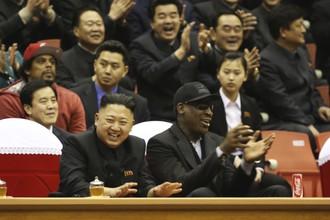 Во время игры Родман сидел на трибуне рядом с северокорейским лидером и общался с ним без переводчиков
