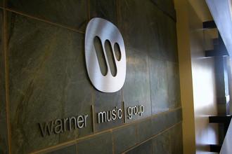 Warner Music хочет отсудить у «ВКонтакте» 750 тысяч рублей