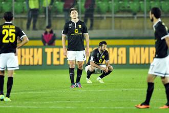 «Анжи» в пятом матче подряд не забил ни мяча, но зато добился ничьей с «Волгой»