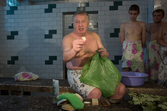 Лидер ЛДПР Владимир Жириновский во время посещения Усачевских бань