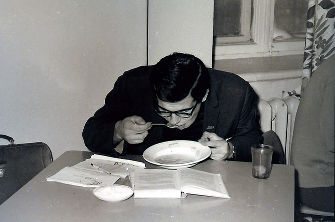 Сергей Лавров в студенческой столовой