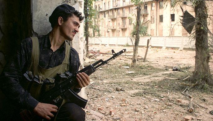 Представитель чеченских вооруженных формирований контролирует одну из центральных улиц Грозного
