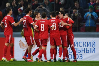 Футболисты сборной России празднуют гол в ворота Южной Кореи