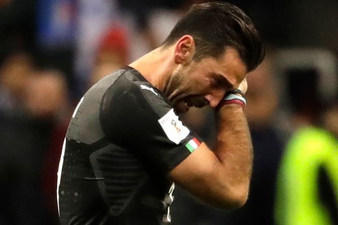 Вратарь сборной Италии Джанлуиджи Буффон после проигрыша Швеции в стыковом матче, 13 ноября 2017 года